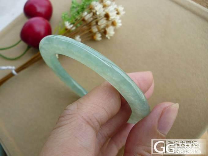 糯种5.6CM淡绿圆条手镯带证书_翡翠